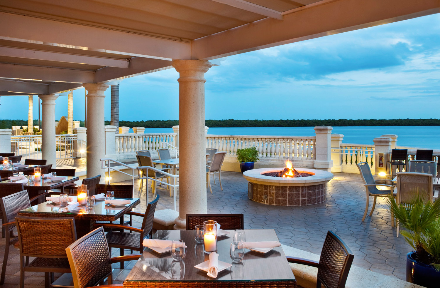 Guests can dine with their pet atThe Westin Cape Coral Resort at Marina Village'sNauti Mermaiddockside bar and grill.