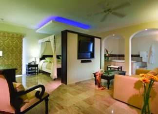 Royal Deluxe Suite Swim-up accommodations.