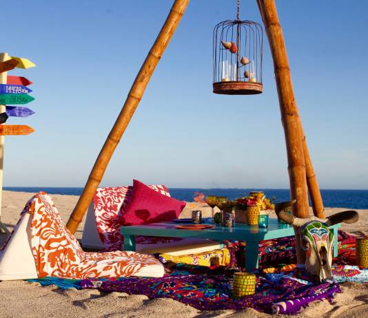 """LasVentanas al Paraiso, A Rosewood Resort'sunique collection of summer experiences includes afour-course """"gypsy dinner"""" of authentic Mexican dishesin a beachfront encampment."""
