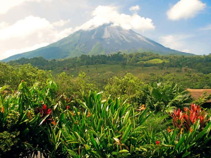 Guests can save up to $300 pp on Collette's Costa Rica: A World of Nature small group tours.