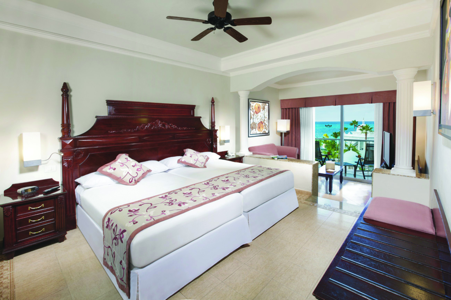 Jr. suite at the RIU Palace Las Americas in Cancun.