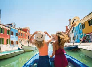 Contikispecialized in travel for 18-35 year olds.