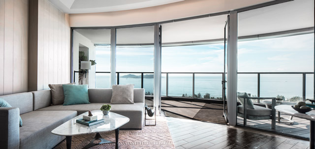 The Oceanview Suite at Rosewood Sanya. (Photo Courtesy of Rosewood Hotels & Resorts.)
