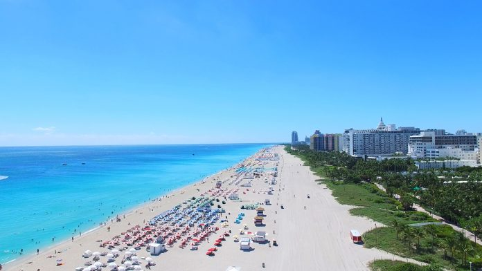 Travelers looking for a tropical getaway to escape cold weather will enjoy discounts from Miami Beach hotels.