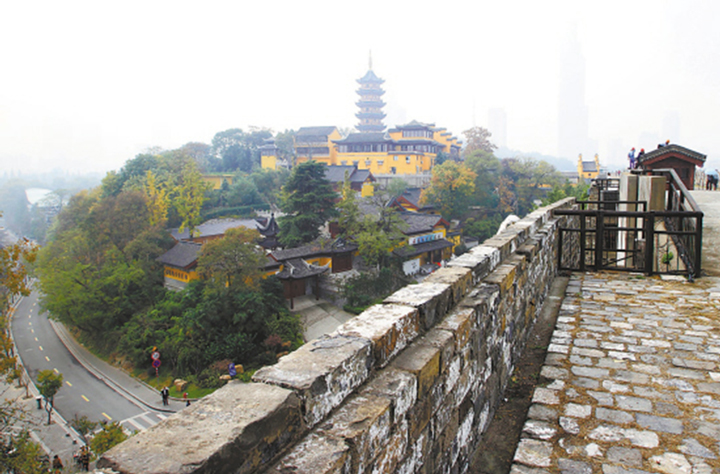 The Nanjing city wall stretches over 15 miles.