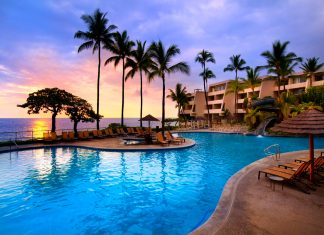 The Apple Vacations Hawaii SuperSale features perks from properties like the Sheraton Kona Resort & Spa at Keauhou Bay.