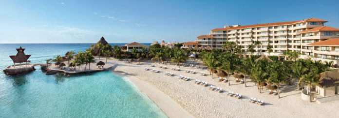 Agents can double their AMRewards points when booking clients at this Dreams Puerto Aventuras Resort & Spa throughout January. (Photo credit: Dreams Resorts & Spas)