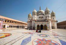 The town of Panna in Madhya Pradesh is home to the Mahamati Prannathji Temple.
