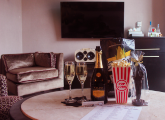 Movie fans can watch the Oscars with extra goodies at the Gansevoort Meatpacking NYC.