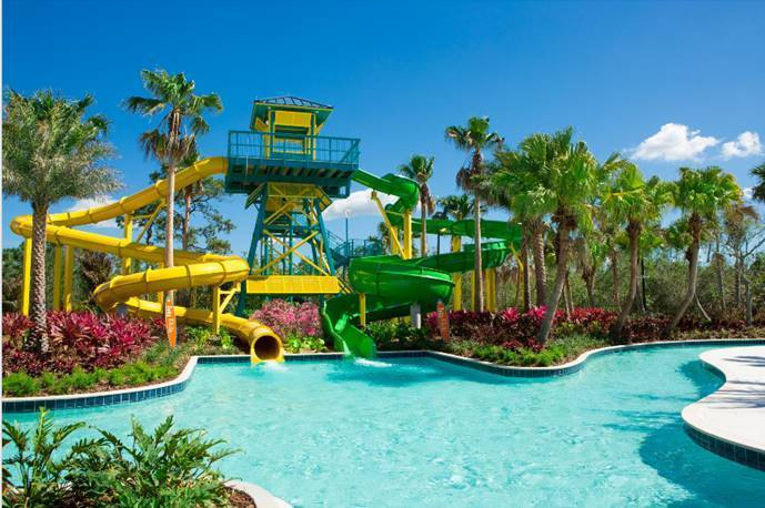 The main Water Park at the Disney World Caribbean Beach Resort is designed to look like an old Spanish Fort with large towering structures and canons are eveywhere shooting water on all who walk and swim by. The kids splash park, beside the main Fuentes del Morro Pool, is surrounded by shallow waters and has a degree zero-entry path.