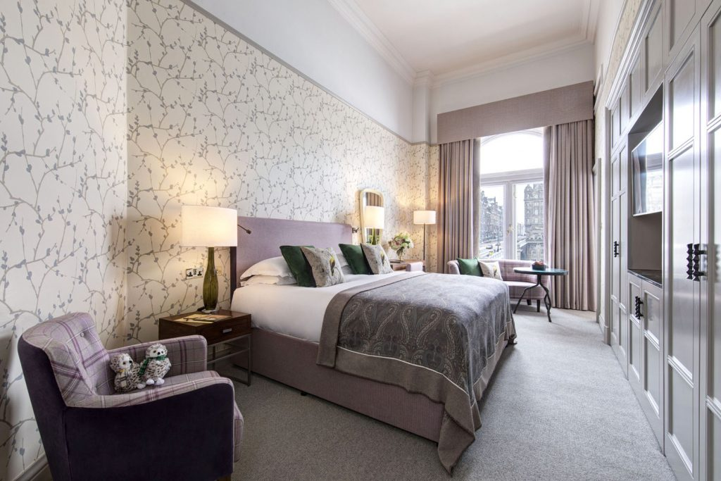 The optional adjoining guestroom at the Scone & Crombie Suite. (Photo courtesy of The Balmoral Hotel.)