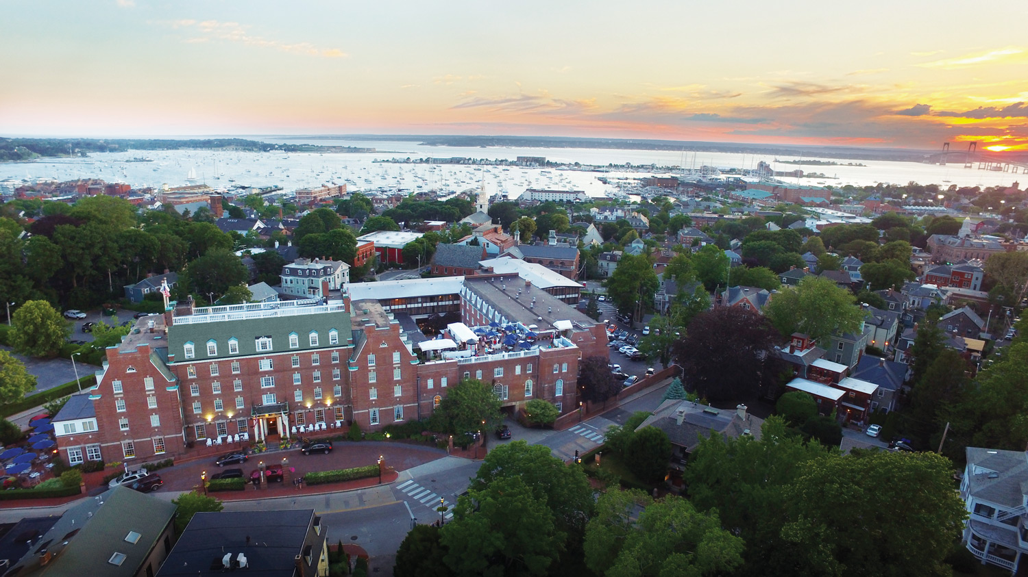 Bird's-eye view of Hotel Viking in Newport.